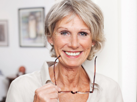 Mit einer besonderen Augenlaser-Behandlung ist jetzt auch die präzise Korrektur Ihrer Alterssichtigkeit nur mit dem Laser möglich.